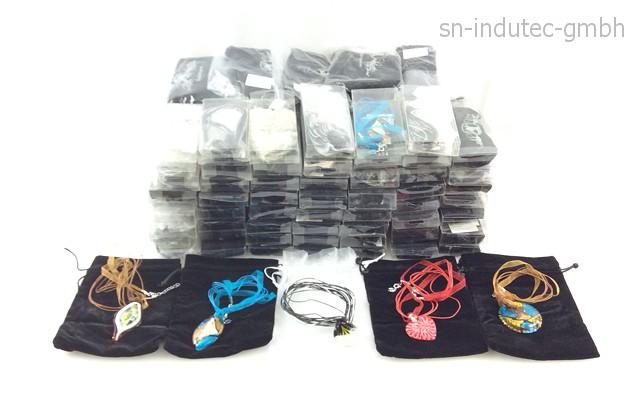Modeschmuck-Halsketten & -Anhänger aus Glas 114 Stück